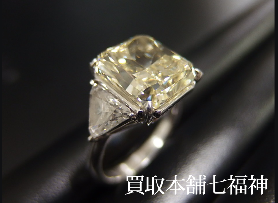 Pt900 エメラルドカットダイヤモンドリング 中石 7.00ct 脇 1.5ct