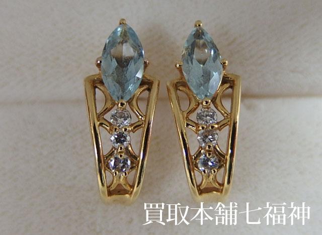 アクアマリンとメレダイヤが付いているK18ピアス