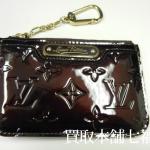 Louis Vuitton(ルイ ヴィトン)モノグラム ヴェルニ キーリング付コインケース ポシェットクレNM M93557 / M91463をお買取り致しました。