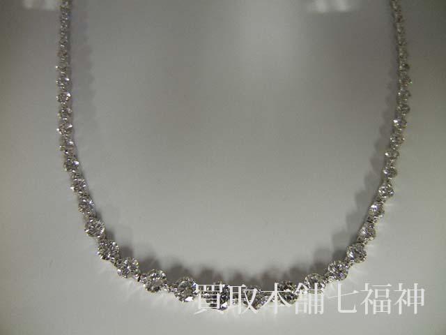 ダイヤモンドがたくさん付いているプラチナネックレス