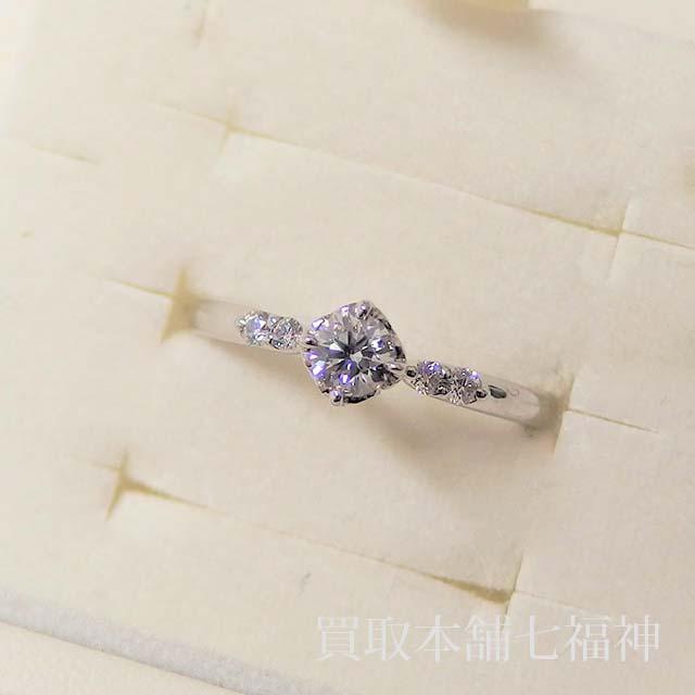 ダイヤモンド付きの婚約指輪