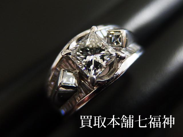 プリンセスカットのダイヤモンド付きプラチナリング