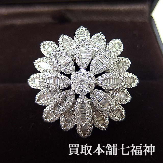 フラワーモチーフのダイヤモンド付きリング