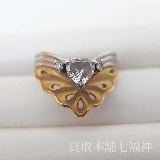 ハートシェイプのダイヤモンドが付いている指輪