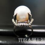 大粒パールとメレダイヤが付いているプラチナリング