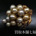 【買取相場40,000~60,000円】K18YG ブドウ(葡萄)モチーフ パール(真珠)ブローチをお買取致しました。