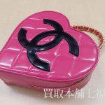 【買取相場150,000~220,000円】CHANEL(シャネル)マトラッセハートバニティ エナメルハンドバッグをお買取致しました。